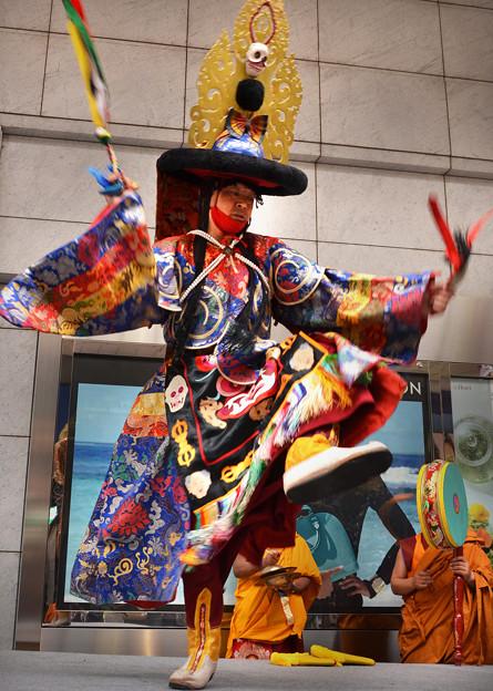 写真: チベット仏教の踊りその2