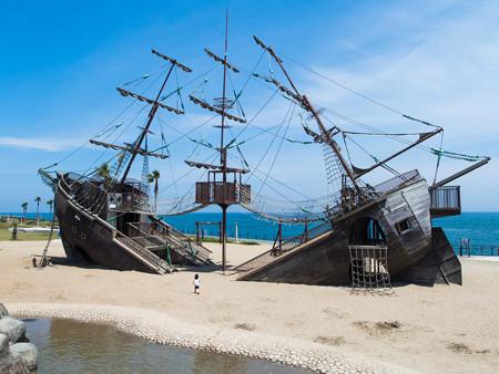 広野海岸公園の海賊船