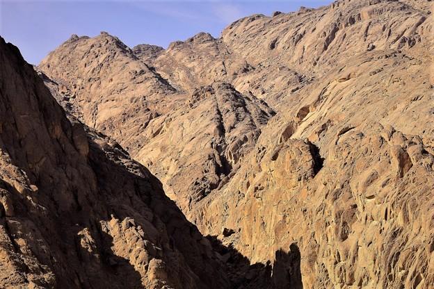砂漠地帯にある山