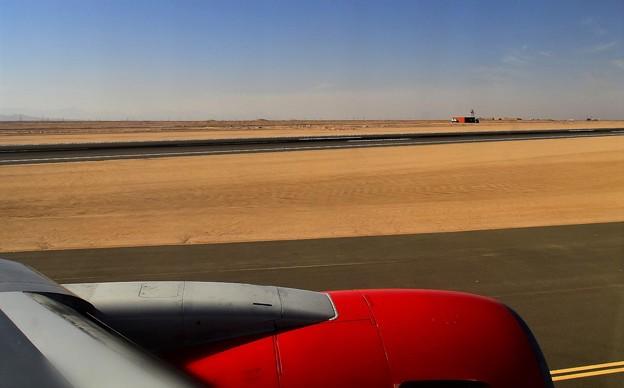 写真: フルガダ空港1)