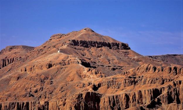 王家の眠る山