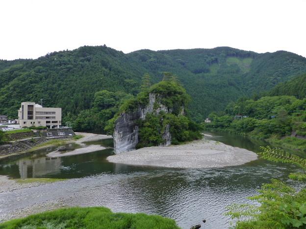 美川の軍艦岩