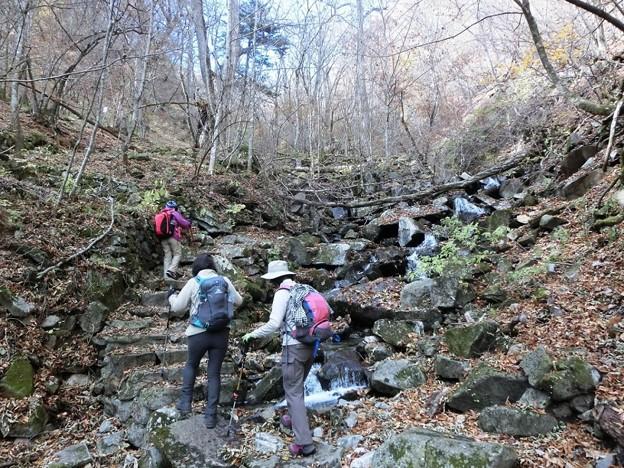34 沢沿いの路を登る(4)