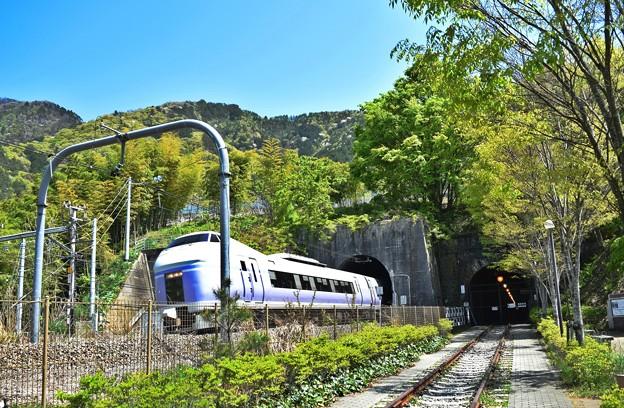 新旧のトンネル