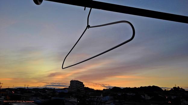 針金ハンガーの朝