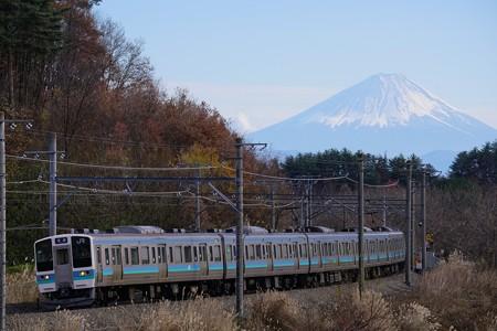 富士山を背に駆ける211系@長坂~小淵沢