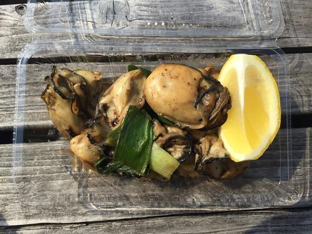 焼き牡蠣とネギ