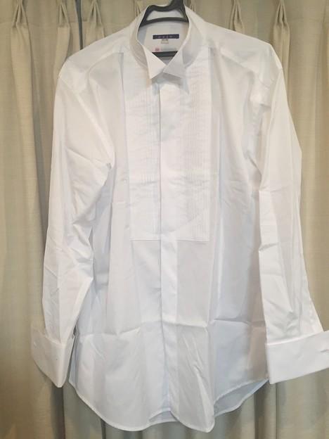 オジエ製のピンタック付きウィングカラードレスシャツ