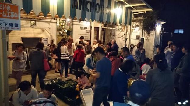 写真: 夜の直売所ベジナイト
