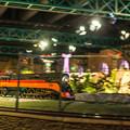 写真: 原さんの手造り列車が疾走する