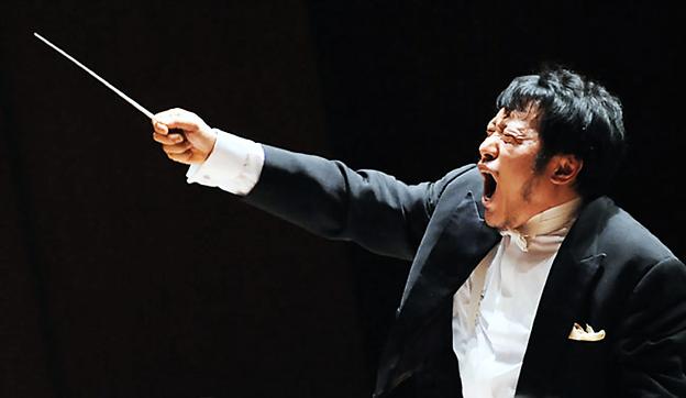 写真: 岩村力 いわむらちから 指揮者  Chikara Iwamura