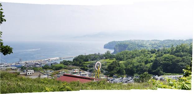 小樽水族館      の屋根と遊園地
