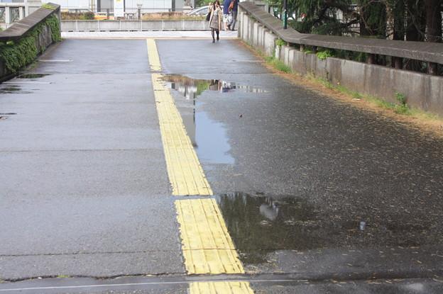 雨上がりの四ツ谷駅前の風景