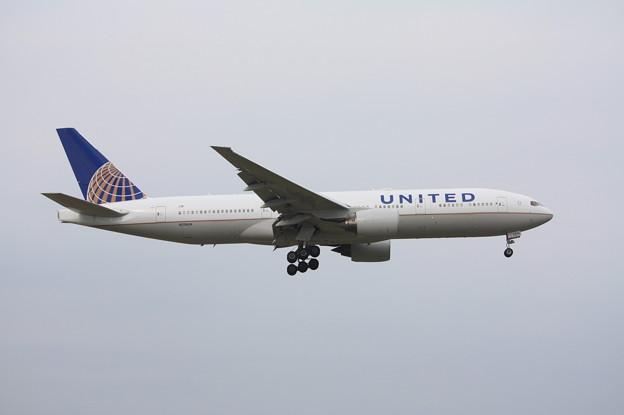 ユナイデッド航空 ボーイング777-200 N216UA (1)