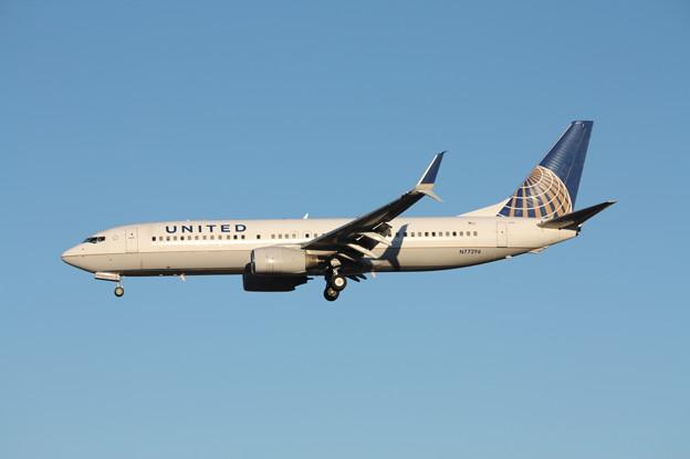 ユナイデッド航空 ボーイング737-800 N77296