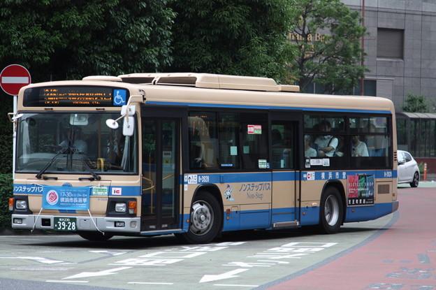 横浜市営バス 8-3928号車