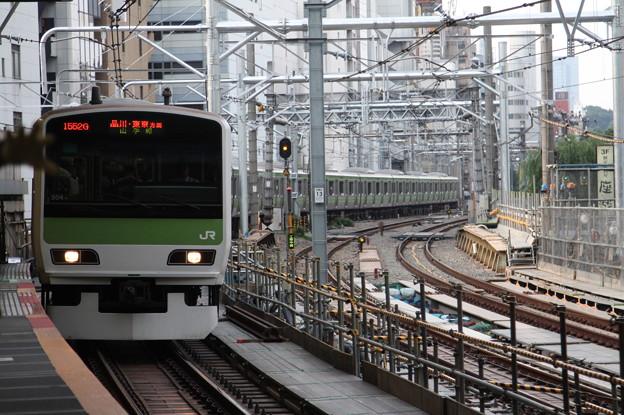 渋谷駅2番線に入線する山手線E231系500番台トウ504編成