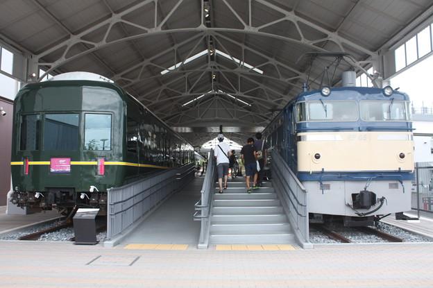 トワイライトエクスプレス24系客車とEF65