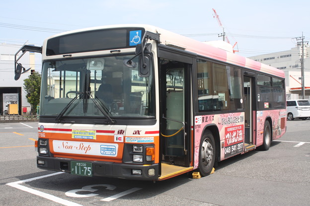 東武バス 9786号車 「マル武人形」ラッピング