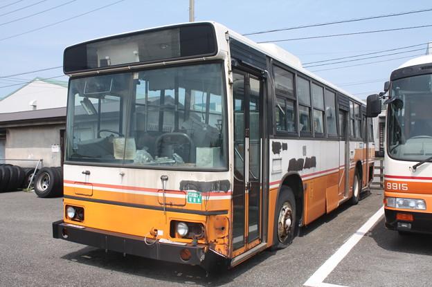 吉野町車庫内に保存されている日野ブルリ3ドア車