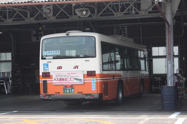 東武バスウエスト大宮営業事務所で整備を受ける9853号車