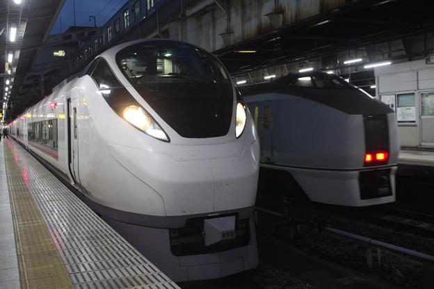 E657系K10編成・651系1000番台OM202編成