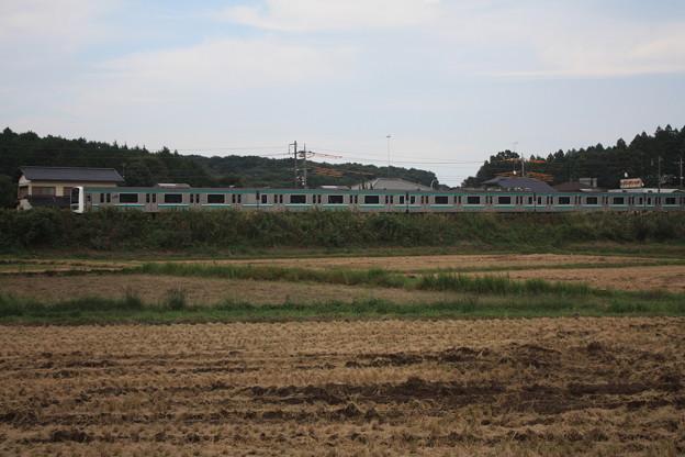 稲刈り後の田んぼを行くE501系 (3)
