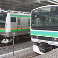 写真: 東海道線 E233系3000番台U232編成・E231系マト136編成