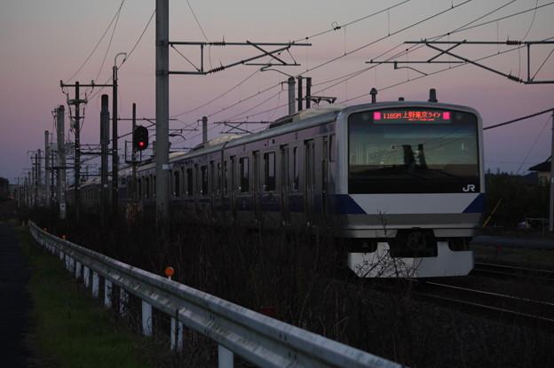 夕暮れの中を走るE531系