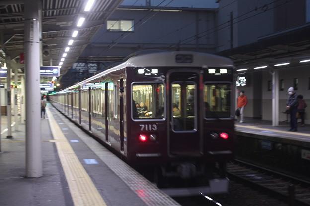 阪急神戸線 7000系7013F 普通 阪急梅田 行