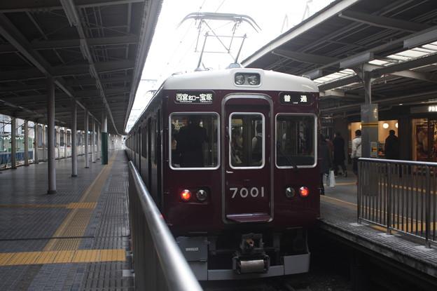 阪急今津線 7000系7001F 普通 宝塚 行