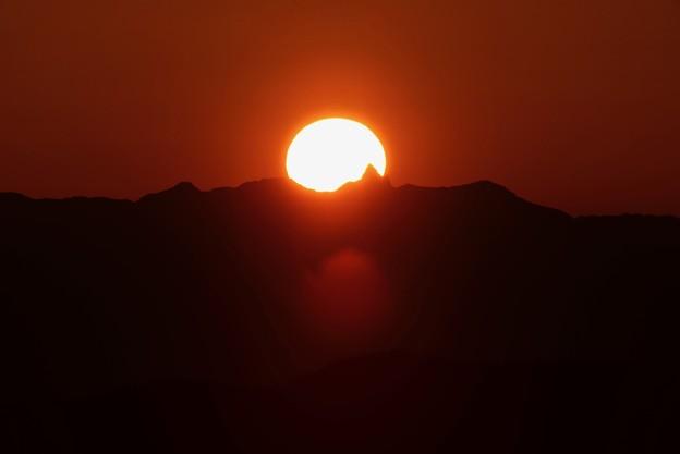 槍に刺さる夕陽