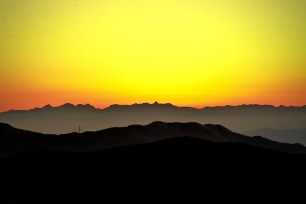 夕陽に染まる南アルプスの峰々