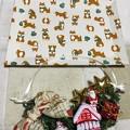 Photos: どちらも手作りの柴トレイにクリスマスリース