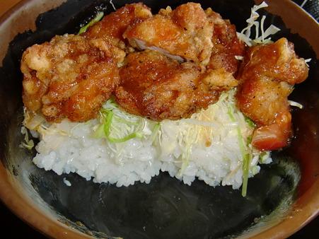 七福の湯 上越店 鶏唐サラダ丼 断面図