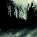 渓流の氷柱