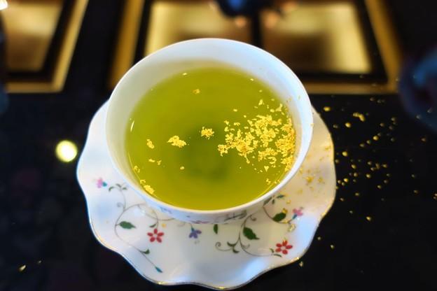 金粉入りお茶