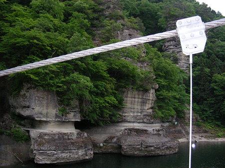 つり橋から見る塔のへつり