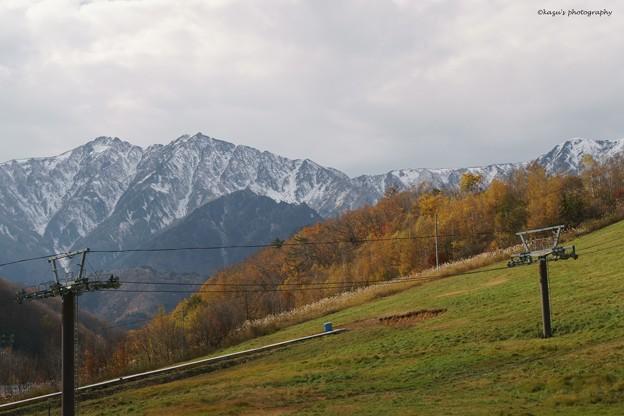 写真: 雪待ちのスキー場♪