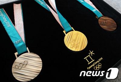 平昌(ピョンチャン)冬季五輪のメダル、初公開