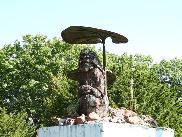 コロポックル像