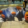 写真: ハロウィンかぼちゃが落ちてくー!