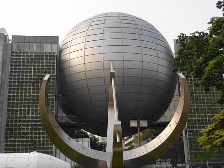 名古屋市科学館と日時計