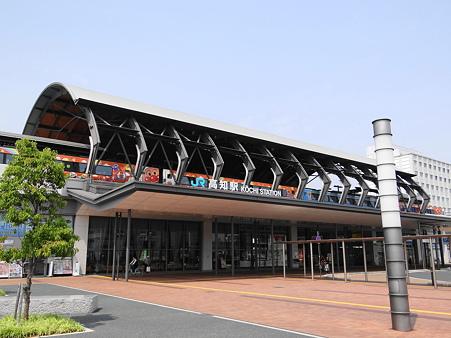 JR高知駅とアンパン車