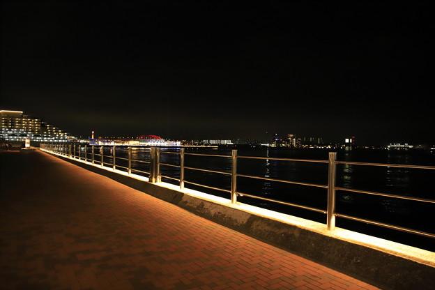 夜の波止場