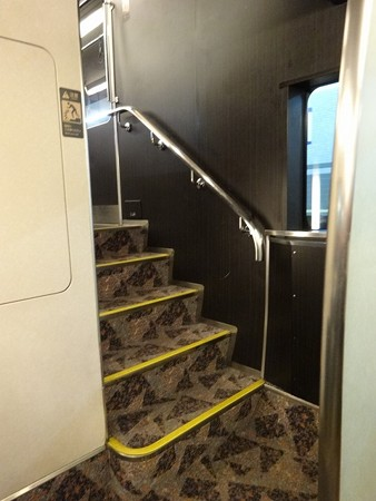 80END-1F階段