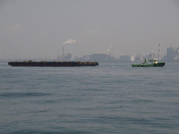 ポンツーンと曳船