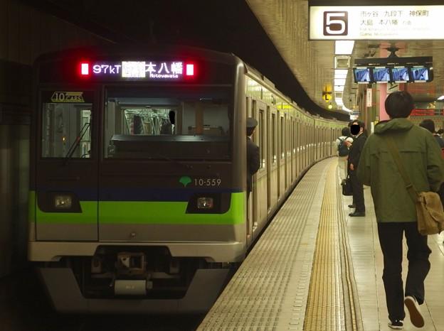 都営新宿線新宿駅5番線 都営10-550F各停本八幡行き前方確認