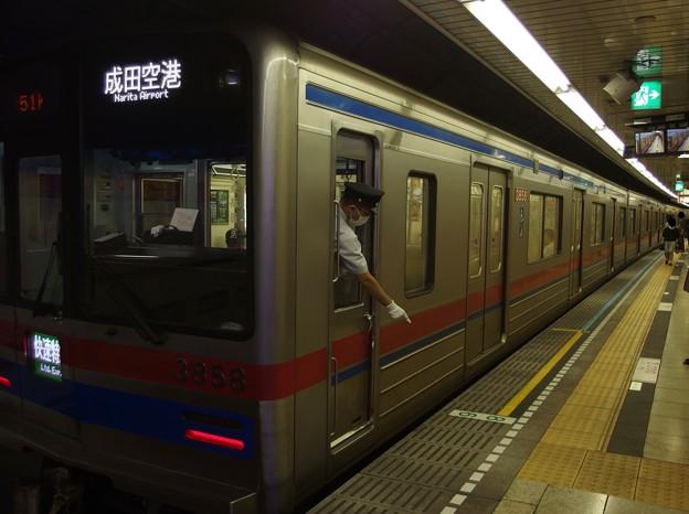 都営浅草線高輪台駅2番線 京成3858F快速特急成田空港行き停止位置よし