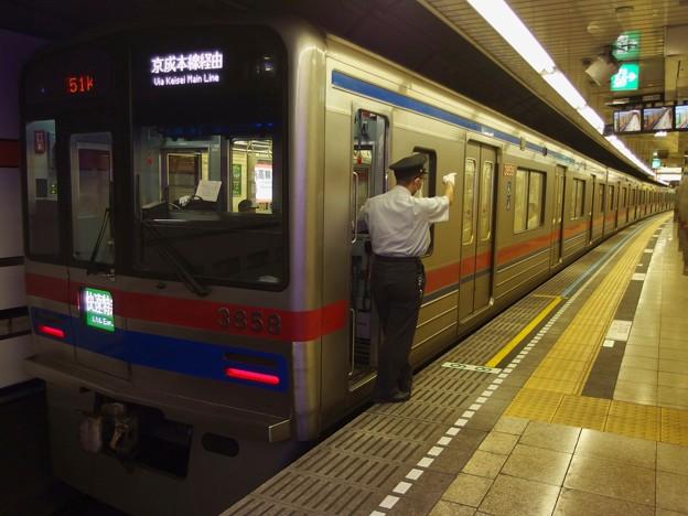 都営浅草線高輪台駅2番線 京成3858F快速特急成田空港行き側面よし